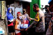 Dapat Bantuan PPKM Darurat, Warga: Terima Kasih Pak Polisi Sembakonya, Ini Sangat Bermanfaat
