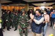 Tinjau Vaksinasi Massal di Terminal Pulogebang, Anies dan Pangdam Jaya Ajak Warga Sadar Vaksin