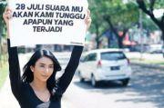 Unggah Foto Angkat Poster, Netizen Dibuat Penasaran oleh Sejumlah Artis