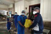Semangati Nakes COVID-19, Komunitas Jurnalis Bandung Berbagi Paket Sembako