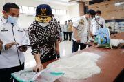 Waduh, Beras Bantuan Kemensos di Bangkalan Tak Layak Konsumsi