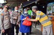 Sepi Wisatawan Dampak Pandemi, Ratusan PKL di Puncak Dapat Sembako