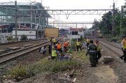 Pria Linglung Tewas Tabrakan Diri ke KRL Commuter Line di Stasiun Bekasi