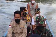 Gunakan Ketingting Lintasi Sungai Kayan, Ronaldo Kawal Vaksinasi di Bulungan Kaltara