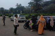 Nekat Liburan ke Monas, Sejumlah Warga Dibubarkan Satpol PP