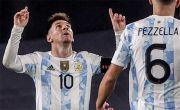 Tangis Lionel Messi Saat Pamerkan Trofi Copa America di Argentina