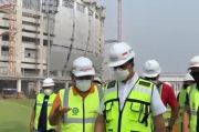 Pakai Helm dan Rompi Hijau, Anies Tinjau Pembangunan Jakarta International Stadium