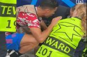 Video Detik-Detik Bola Tendangan Ronaldo Bikin Staf Keamanan Tumbang