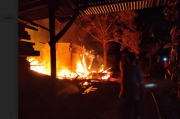 Gudang Material Bangunan dan 2 Mobil Ludes Terbakar, Kerugian Capai Rp800 Juta