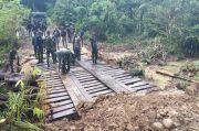 Dihancurkan KNPB, Jembatan di Kampung Fakario Berhasil Dibangun Kembali TNI dan Polri