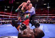 Telinga Dihajar Tyson Fury, Kaki Sempoyongan, Wilder Pun Terkapar