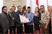 Presiden Jokowi Berduka, Posting Foto Bersama Glenn Fredly