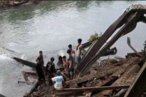 Jembatan Roboh, Lima Pekerja Tertimpa Besi dan Satu Tewas