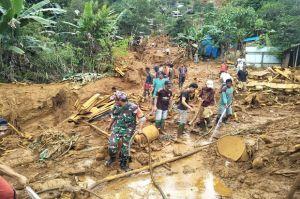 Terjang Medan Sulit, Kodim Kotabaru Evakuasi Korban Longsor Gunung Putri