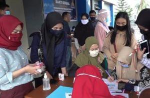 Ratusan Calon Mahasiswa di Kendari Rela Antre Rapid Test