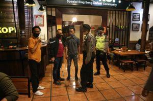 PKM Diperpanjang, Polisi Intensifkan Razia Kerumunan di Cafe-Warung