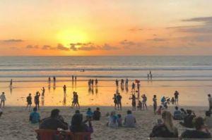 Hari Pertama New Normal di Bali, Pantai Diserbu Pengunjung