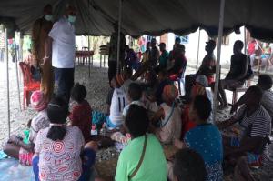 Warga Korban Banjir di Mimika Terima Bantuan