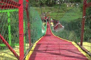 Bangun Jembatan Gantung, TNI Buka Isolasi 2 Kabupaten di NTT