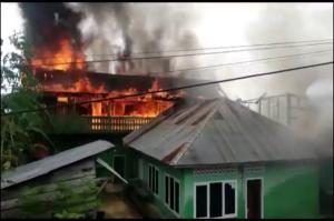 Mobil Pemadam Rusak, 2 Rumah Warga di Muna Ludes Dilalap Api