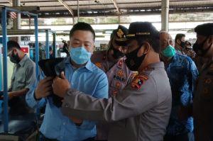 Cek Pesanan Sepatu, Kabaharkam Polri Tinjau PT Yuntex Bandung