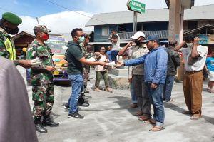Pasca Erupsi Sinabung, BPBD Karo Bagikan Masker untuk Warga