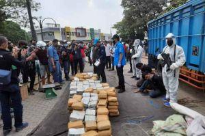 Akan Diedarkan di Jakarta, Setengah Ton Ganja Aceh Dikirim Lewat Bekasi