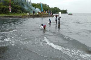 Peringatan HKAN, 62 Karung Sampah Dikumpulkan Dari Pantai Bunaken