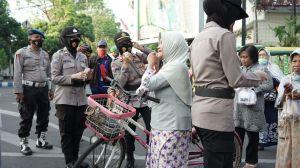 Ajak Masyarakat Bermasker, Polres Probolinggo Kota Rangkul Emak-Emak