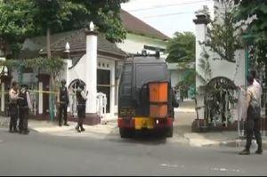Masjid UNY Diancam Dibom, Gegana Brimob Amankan Tas Hitam