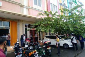 Pria Berkemeja Biru Jadi Korban Tembak di Ruko Royal Gading Square Jakarta Utara