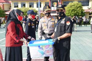 Sambut HUT Kemerdekaan RI ke-75, Polda Kalsel Bagikan Sembako dan 1 Juta Masker