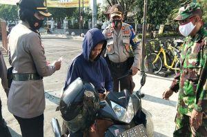 Tak Pakai Masker, Tiga Warga Disanksi Ucapkan Pancasila