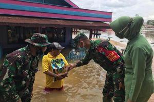 Ratusan Rumah di Kecamatan Kolam Terendam Banjir, Kodim 1014 Pangkalan Bun Salurkan Sembako