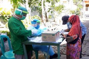 Jemput Bola, Tes Swab Dilakukan ke Rumah Warga di Surabaya