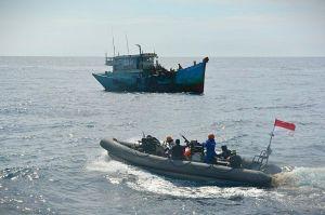 2 Kapal Ikan Vietnam Disergap KRI Usman Harun-359 di Natuna Utara
