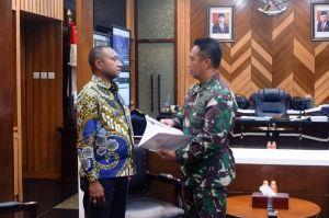 Legislator Asal Papua Ini Korodinasi dengan KSAD Soal Peristiwa Intan Jaya