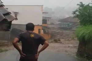 Banjir Bandang Terjang Cicurug Sukabumi