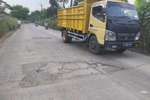 Baru Dibangun 9 Bulan Jalan Janala-Cicangkal Senilai Rp15,3 M di Rumpin Rusak