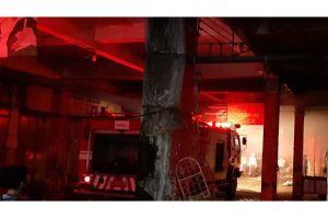 Tangis Menyayat Pedagang saat Menyaksikan Pasar Terbesar di Banyumas Terbakar