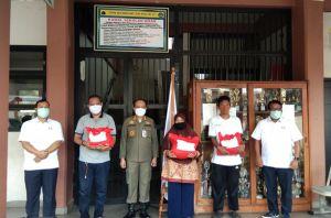 PMI DKI Salurkan 10.000 Paket Sembako bagi Warga di Zona Merah Covid-19