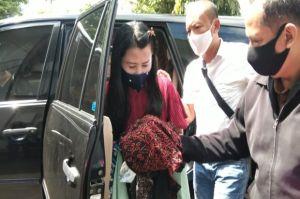 Licin, Wanita Cantik Penipu Ini Ditangkap setelah Buron 8 Tahun