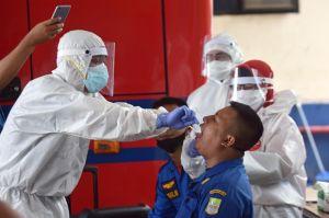 Hilangkan Ketegangan, 246 Personel Pemadam Kebakaran Tes Swab Sambil Dangdutan