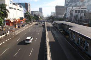 Selama PSBB Ketat, Jalanan Jakarta Lengang
