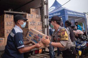 Danone-AQUA Salurkan Bantuan Warga Terdampak Banjir Bandang Sukabumi