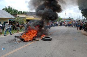 Pelaku Pungli Ditembak Mati Polisi, Warga Blokir Jalinsum