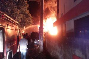 Gudang Gas Terbakar Hebat, 5 Orang Belum Diketahui Nasibnya