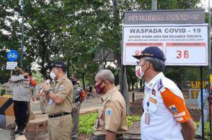 Cegah Banjir, Pemkot Jakarta Barat Keruk Lumpur dan Sampah