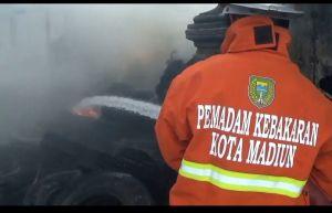 Gudang Bus Bekas di Madiun Ludes Terbakar