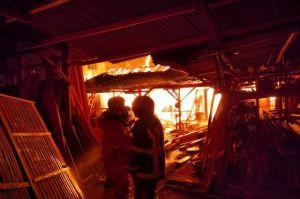 Diduga Oven Overhead, Gudang Meubel di Magelang Terbakar